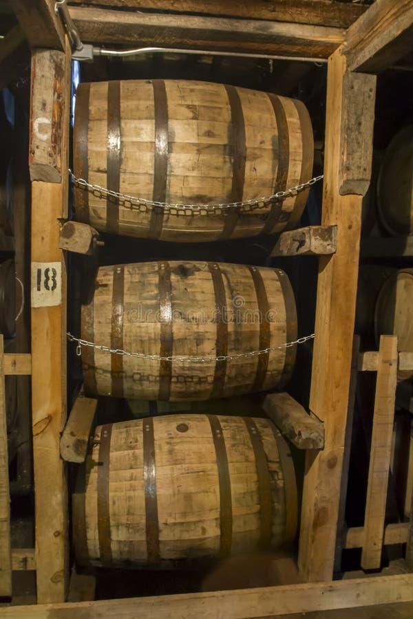 Tambores de Bourbon no armazém fotografia de stock royalty free