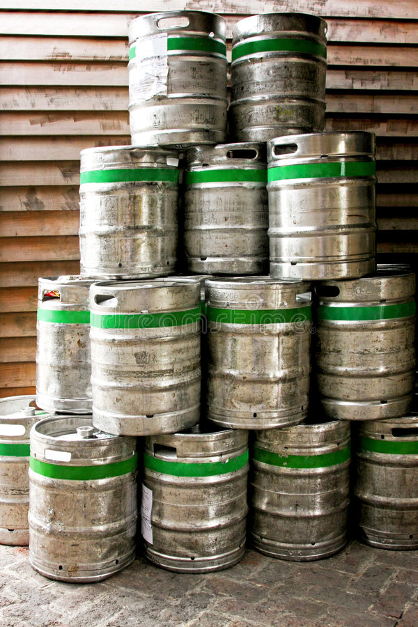 Tambores de cerveja imagem de stock royalty free
