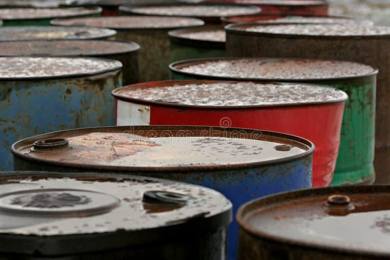 Tambores de petróleo oxidados fotografia de stock royalty free