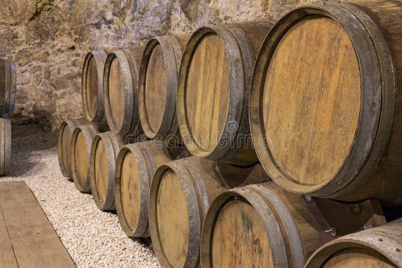 Tambores de vinho imagens de stock
