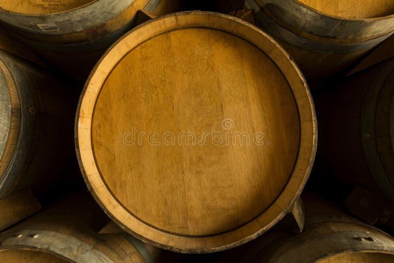 Tambores de vinho da pilha foto de stock