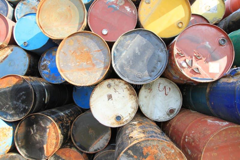 Tambores oxidados del combustible y del producto químico fotografía de archivo libre de regalías