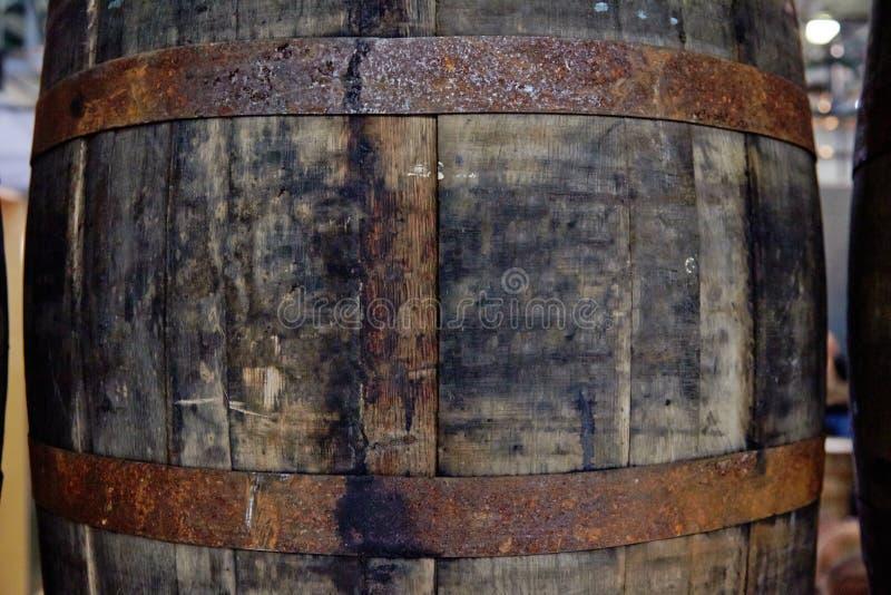 Tambores velhos de debaixo do uísque fotografia de stock