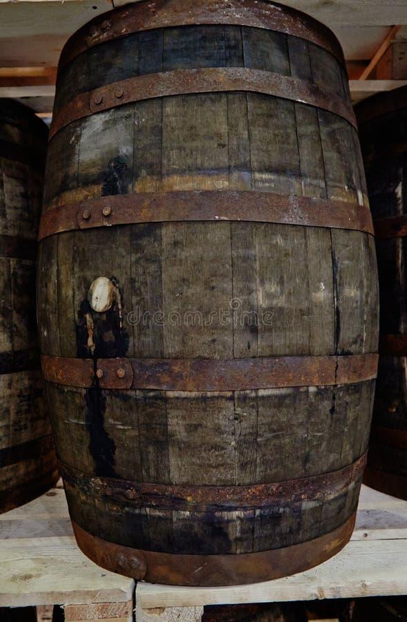 Tambores velhos de debaixo do uísque imagem de stock