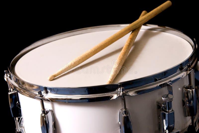 Tambour de piège et bâtons de tambour photo stock