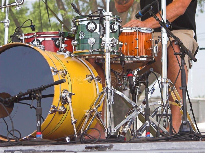 Tambours au concert extérieur images libres de droits