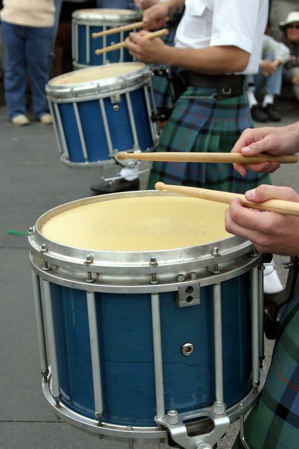 Tamburi alla parata della st Patrick immagini stock