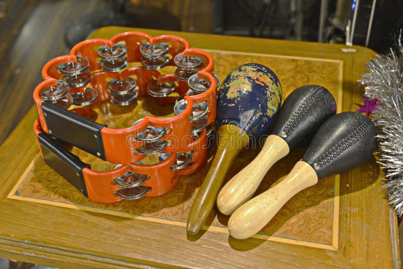 Tamburino e maracas fotografie stock