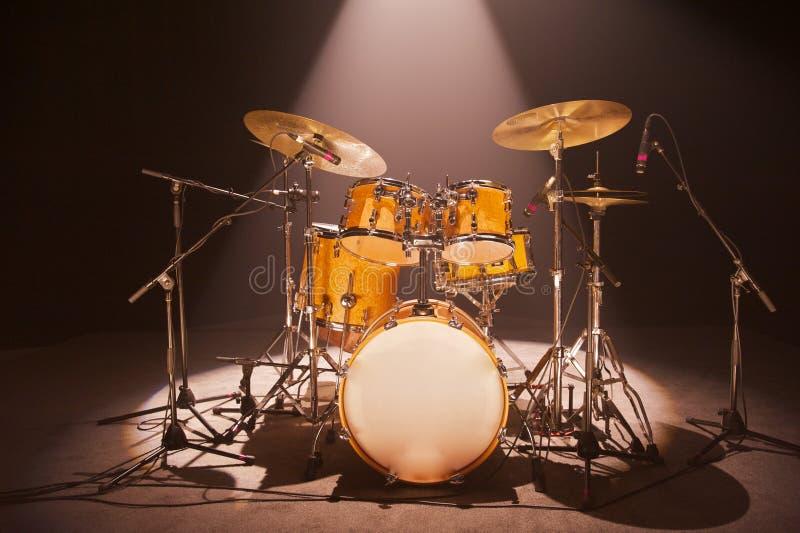 Download Tamburo messo in scena immagine stock. Immagine di drummers - 30825637