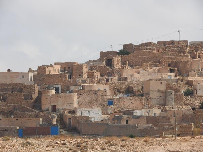 Tamezret加贝斯湾省巴巴里人村庄在北非的热的沙漠在突尼斯 免版税库存图片