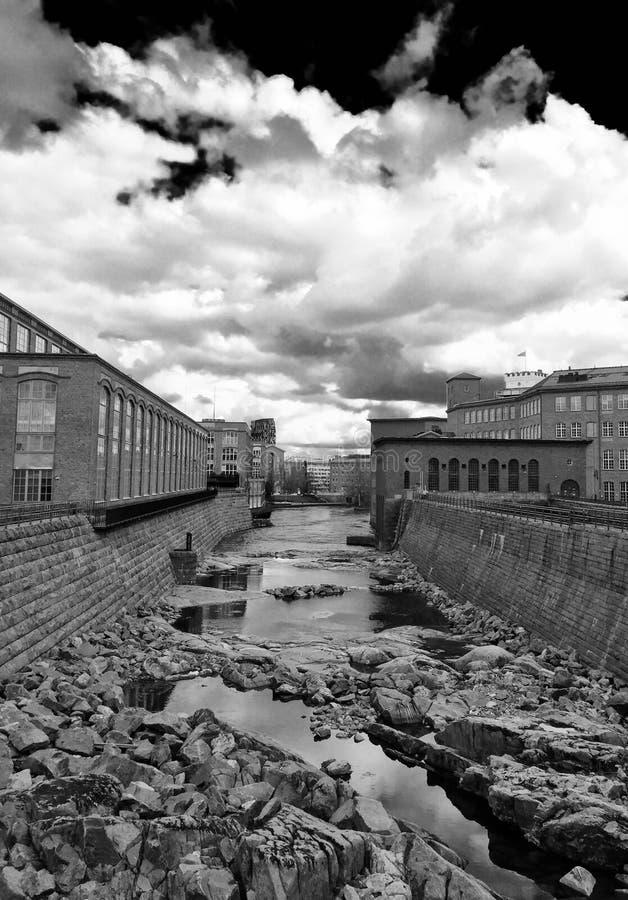 Tammerkoski kanal i Tammerfors arkivfoto