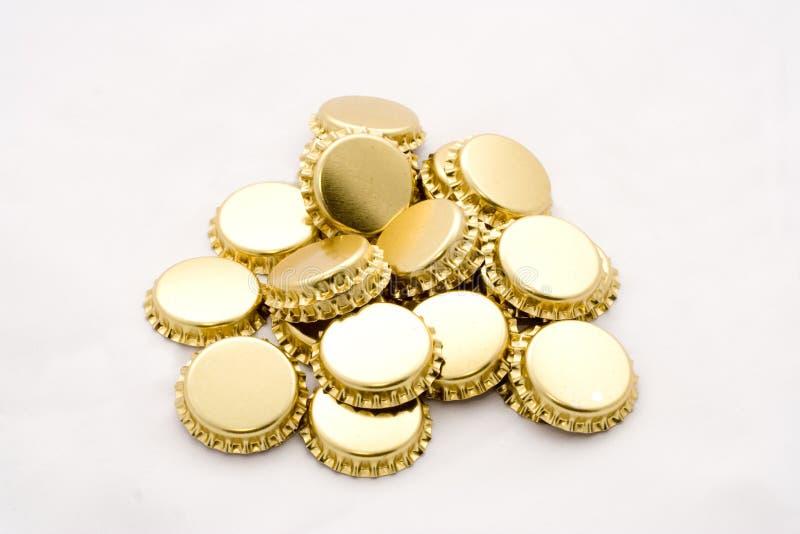 Tampões de frasco dourados da cerveja fotos de stock