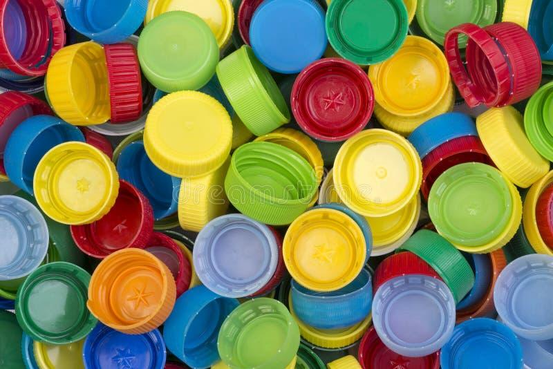 Tampões plásticos coloridos prontos para reciclar foto de stock royalty free