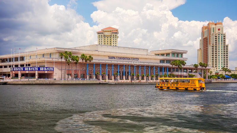 Tampa convention center i wody taxi w W centrum Tampa, Florid obrazy stock
