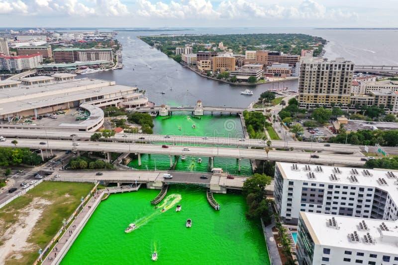 Tampa, Florida Green River an St Patrick Tag lizenzfreie stockfotografie