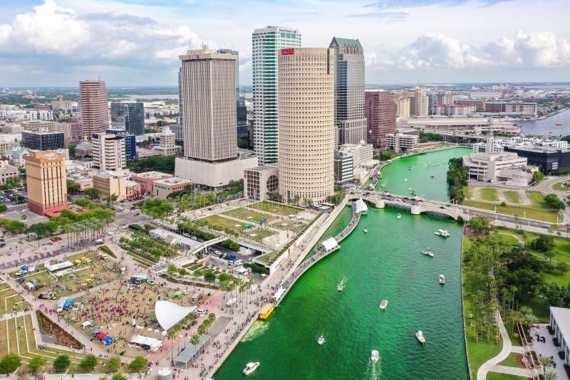 Tampa, Florida Green River an St Patrick Tag lizenzfreie stockfotos