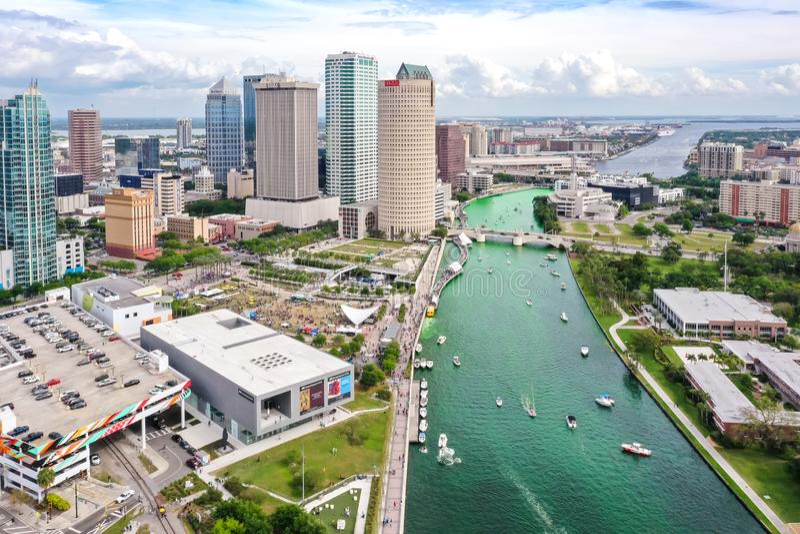 Tampa, Florida Green River an St Patrick Tag stockbild