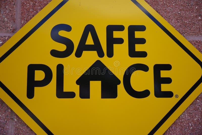 Tampa Florida/USA - Maj 5 2018: Offentlig ståndsmässig Signage för säkert ställe arkivbild