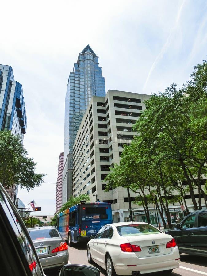 Tampa, Floryda Stany Zjednoczone, Maj, - 10, 2018: Samochody przy śródmieściem Tampa i ulica, Floryda, Stany Zjednoczone obraz royalty free