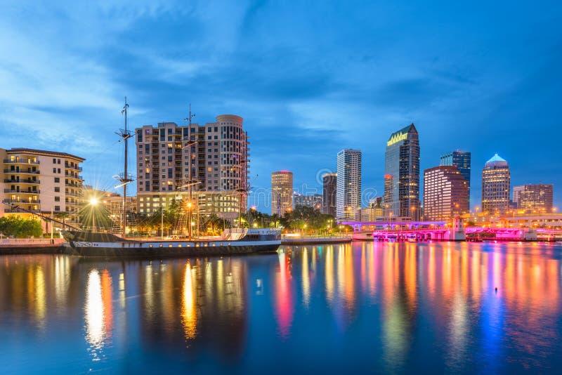 Tampa, Floryda, usa w centrum linia horyzontu na zatoce fotografia royalty free