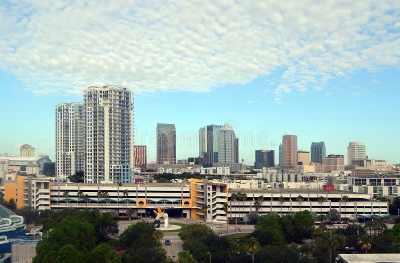 Tampa, Floryda w centrum linii horyzontu przyglądający północny zachód od Zatoka Tampa obrazy royalty free