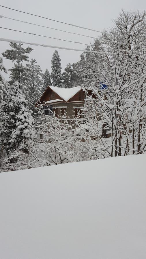 Tampa natural da casa da paisagem do murree de Paquistão Ásia da beleza da neve que aturde a fascinação fotografia de stock royalty free