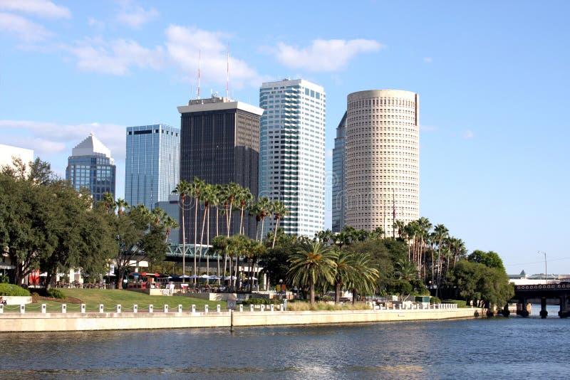 Tampa-Stadt-Skyline mit Fluss stockfotografie