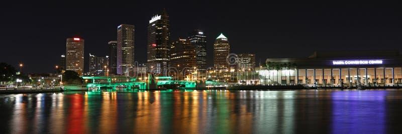 Tampa zatoki linia horyzontu przy nocą zdjęcie royalty free