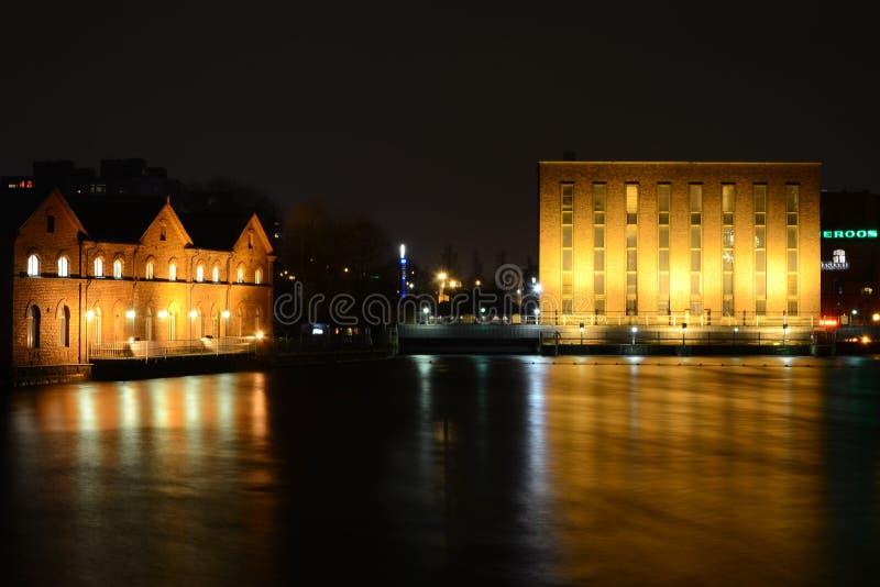 Tampere nachts lizenzfreie stockfotos
