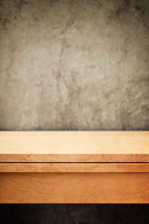 Tampo da mesa de madeira vazio para a colocação do produto imagens de stock