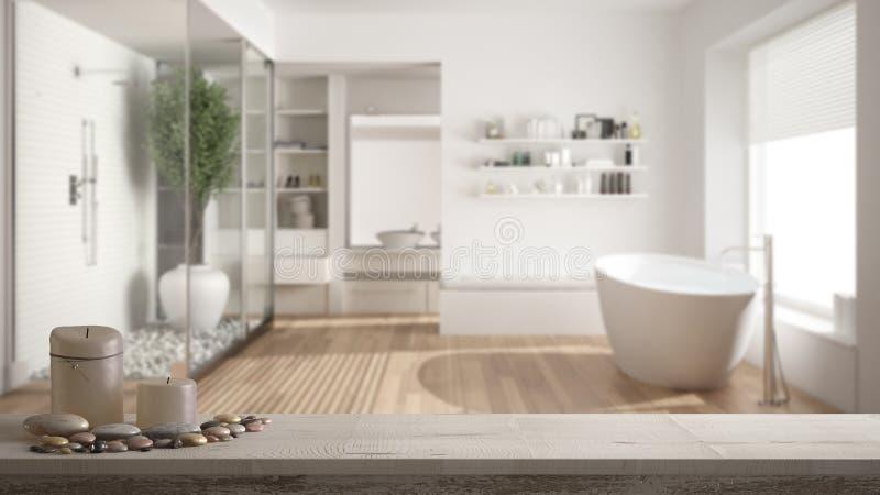 Tampo da mesa ou prateleira de madeira do vintage com velas e seixos, humor do zen, sobre o banheiro minimalista borrado com clo  imagem de stock royalty free