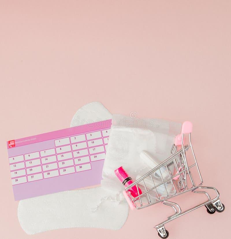 Tampon, protections f?minines et sanitaires pendant des jours critiques, calendrier f?minin, pilules de douleur pendant les r?gle photo stock