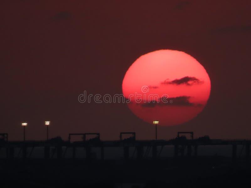 Tamsuirivieroever in zonsondergangtijd die wordt gefotografeerd stock foto's