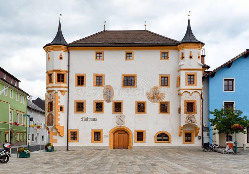 Tamsweg, Austria, edificio del ayuntamiento imágenes de archivo libres de regalías
