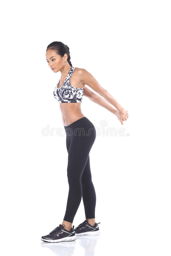 Tan Skin Asian Fitness Girl dans le spandex de noir de soutien-gorge de sport halète Exe photographie stock