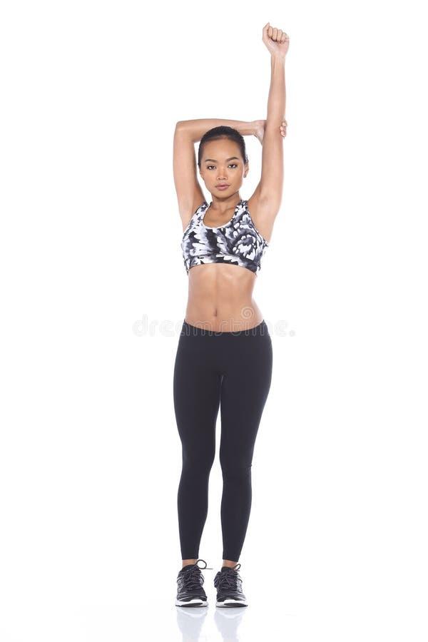 Tan Skin Asian Fitness Girl i spandex för sportbehåsvart flåsar Exe royaltyfri bild