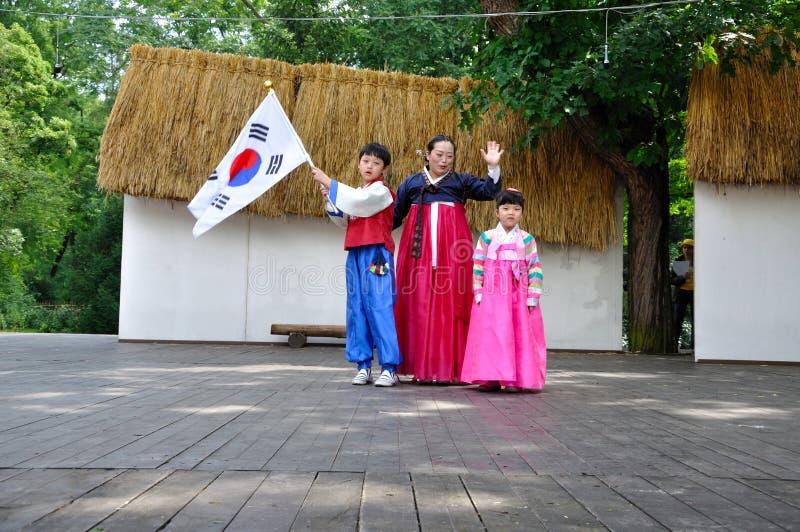Download Tana Edukaci Koreańczyka Społeczeństwo Zdjęcie Stock Editorial - Obraz złożonej z zabawa, świętowanie: 13339308