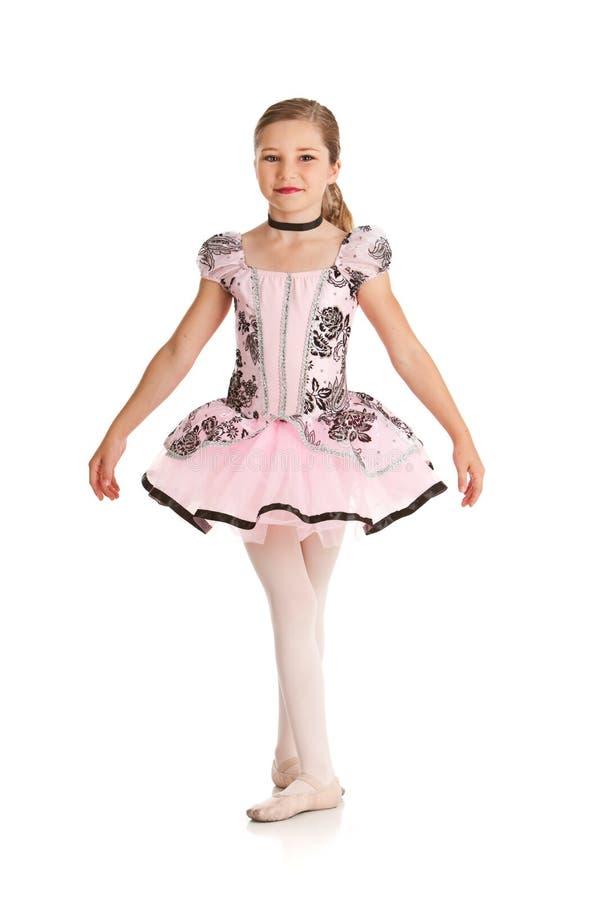 Tancerz: Dziewczyna Ubierająca w Baletniczym kostiumu obraz stock