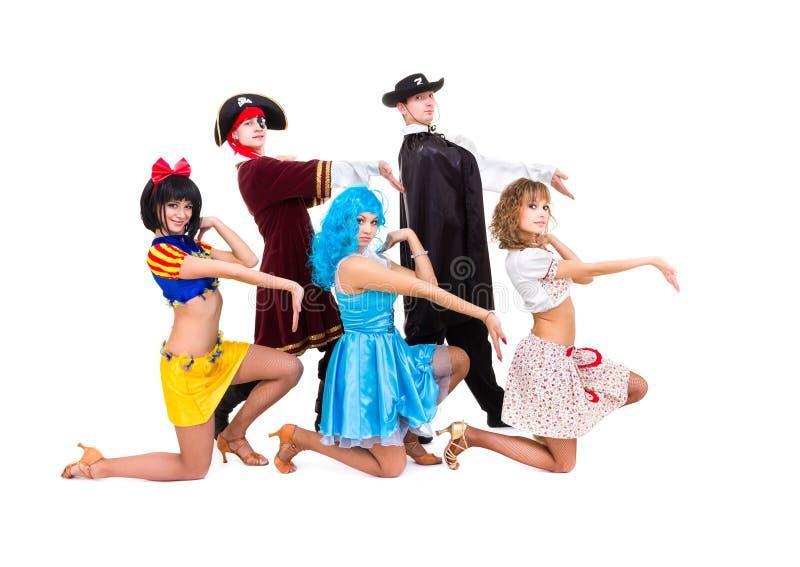 Tancerze w karnawałowych kostiumach zdjęcie stock