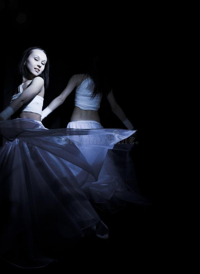 Tanczyć w semidarkness fotografia stock