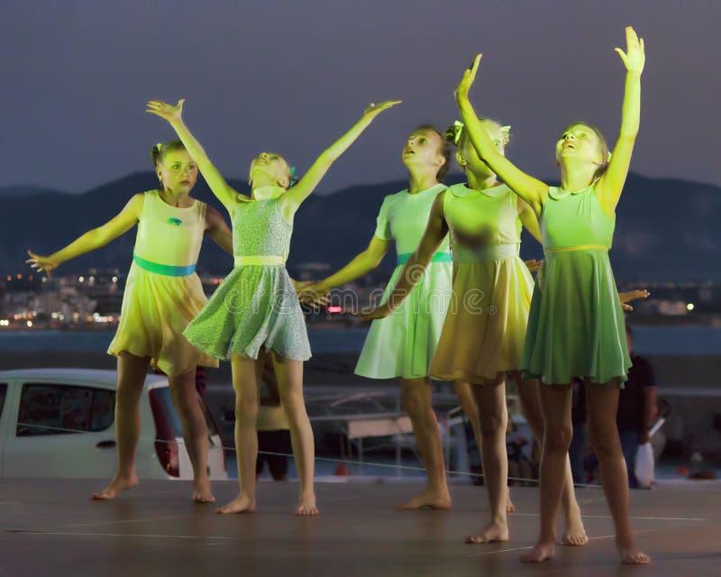 Tanczy zespół od Lithuania przy dziecka ` s zawody międzynarodowi Co