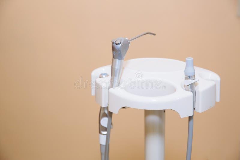 Tand bureau Materiaal van tandarts, hulpmiddelen, medische instrumenten Het concept van de gezondheid royalty-vrije stock foto's
