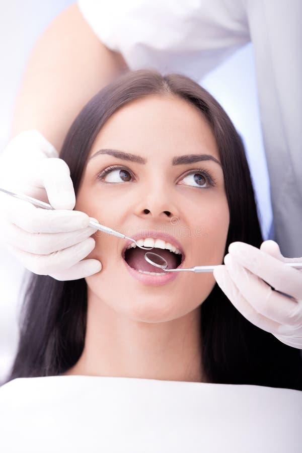 tand- checkup arkivbild