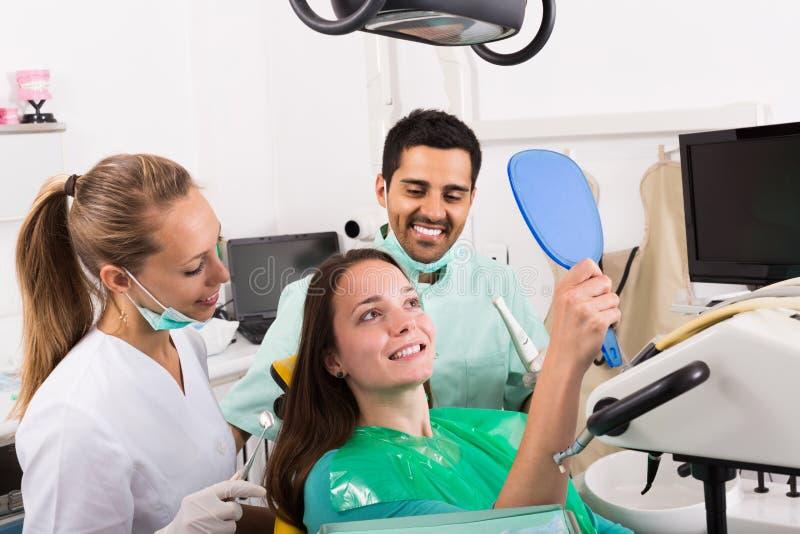 tand- tålmodig för klinik arkivbild