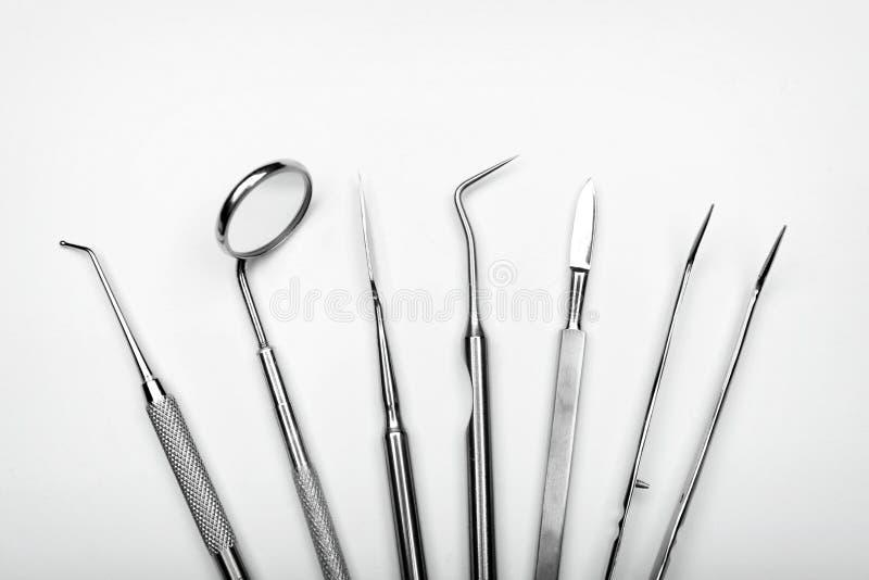 Tandarts\ 's hulpmiddelen op witte achtergrond royalty-vrije stock foto's