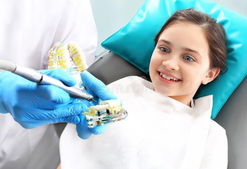 Tandbederf in kinderen, mondelinge hygiëne royalty-vrije stock foto