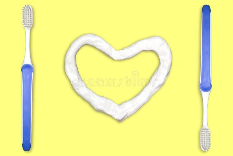 Tandborste och hjärta formad tandkräm arkivbilder