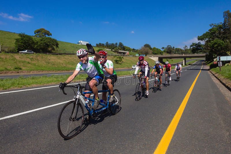 Tandem de chemin de cycle   photographie stock libre de droits