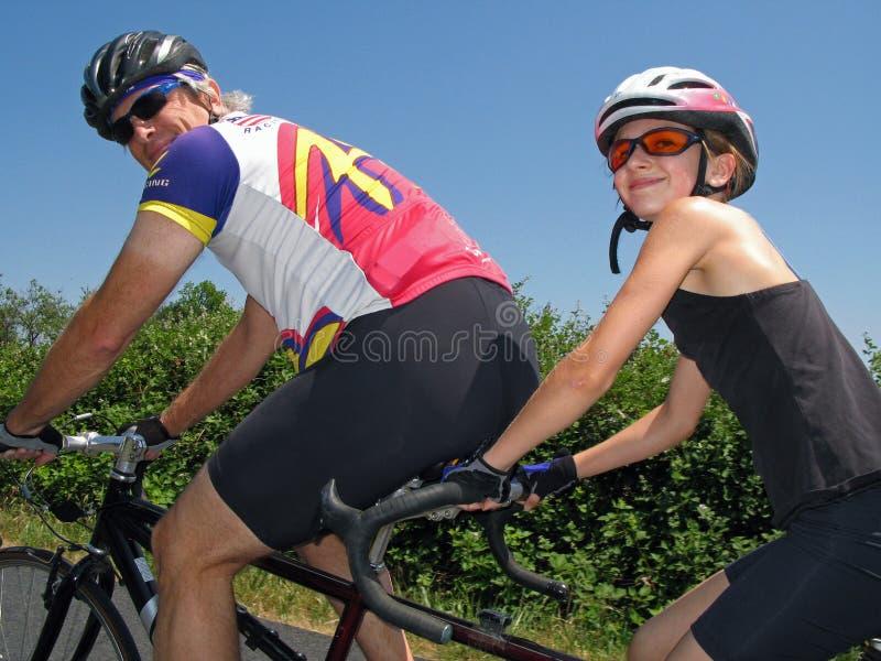tandema cyklister