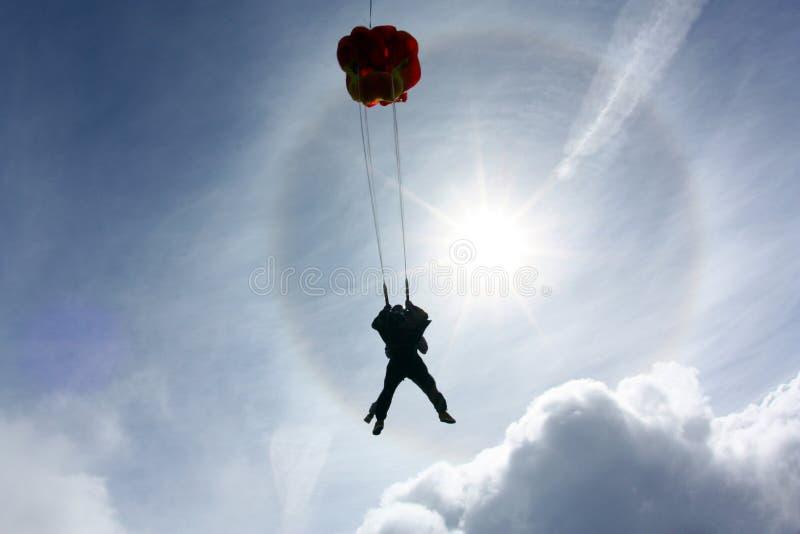 Tandemt hoppa med fritt fall Hoppa fallskärm utplacerar fotografering för bildbyråer